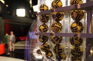 """ŠTA URADITI SA ŠEST MILIONA EVRA Srpski biznismeni i ekonomisti savetuju """"loto"""" dobitnika u šta da uloži i koju knjigu OBAVEZNO DA PROČITA"""