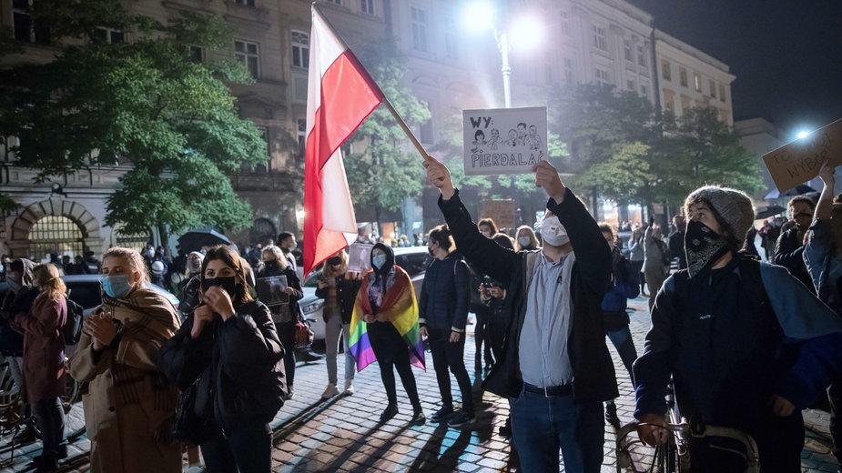 Zdjęcie z protestu przeciwko zaostrzaniu prawa aborcyjnego. Kraków, 26.10.2020 r.