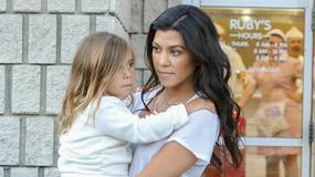 Kim Kardashian bez makijażu i stanika świętuje urodziny córki