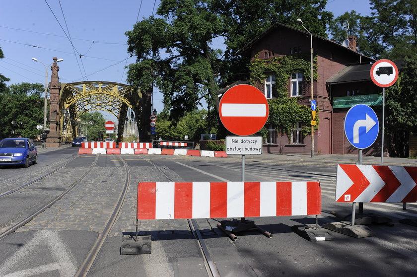 Zamknięty wjazd na most Zwierzyniecki