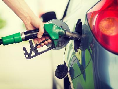 """Rząd rezygnuje z opłaty paliwowej, ale chce wesprzeć budżety samorządów na budowę dróg """"innym rozwiązaniem"""""""