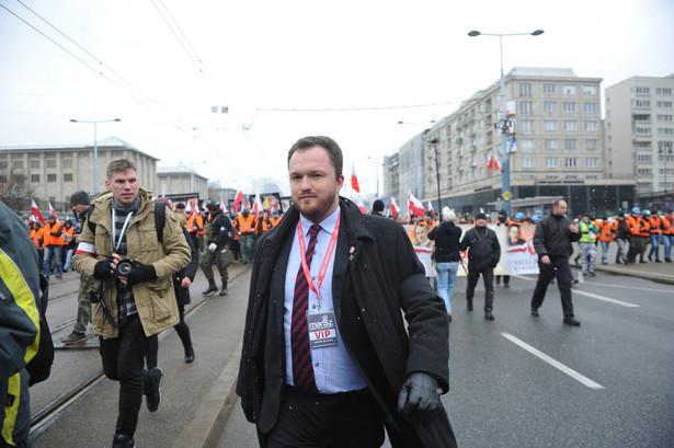 Członek Zarządu Głównego Ruchu Narodowego Witold Tumanowicz na czele Marszu Niepodległości