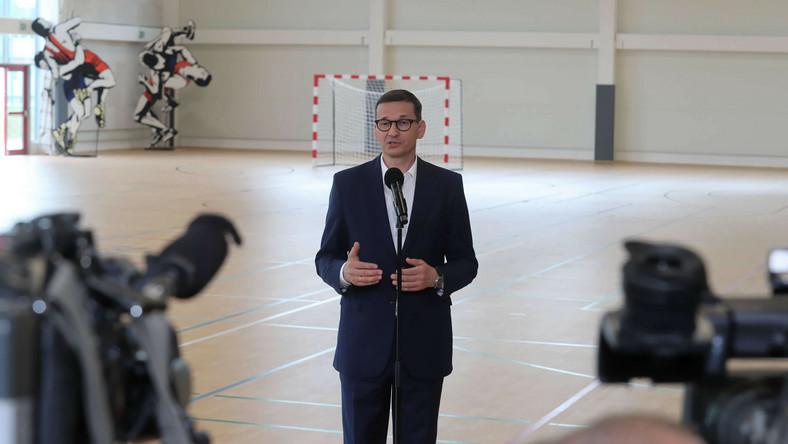 Premier Mateusz Morawiecki w hali sportowej MOSiR Zgierz