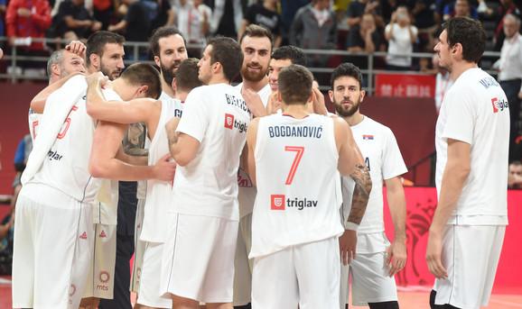 Košarkaška reprezentacija Srbije posle pobede nad Češkom i osvajanja petog mesta na Svetskom prvenstvu 2019.