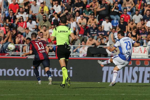 Gabijadini postiže prelep pogodak za goste na meču Bolonja - Sampdorija