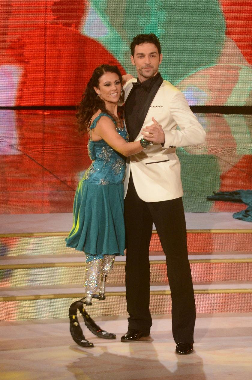 Tańczy w protezach
