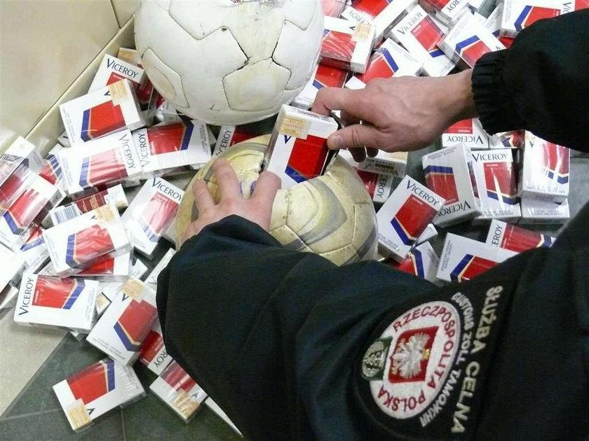 Przemyt papierosów w piłkach