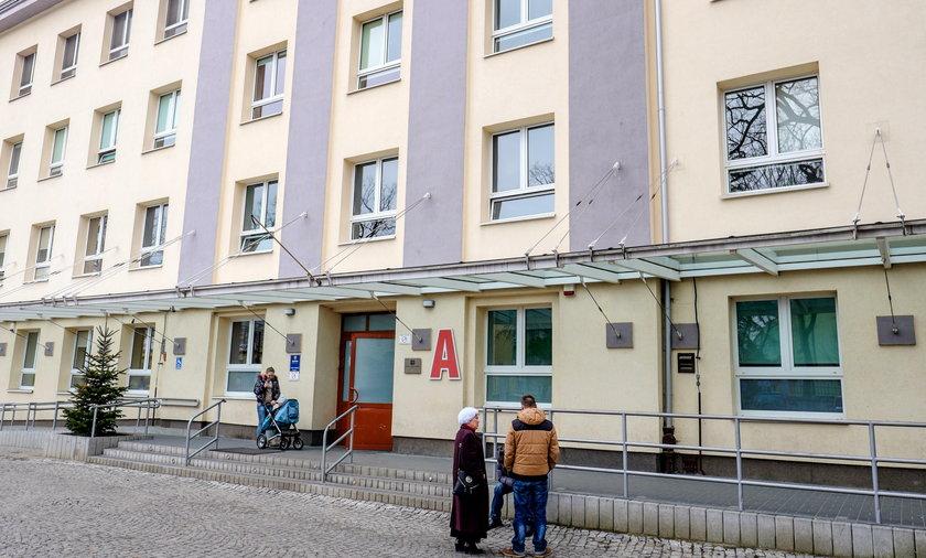 Dyrektor szpitala im. Jonschera w Łodzi Konrad Łukaszewski zwolnił cały zespół chirurgów