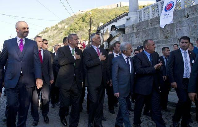 Erdogana su dočekale desetine hiljada građana Prizrena