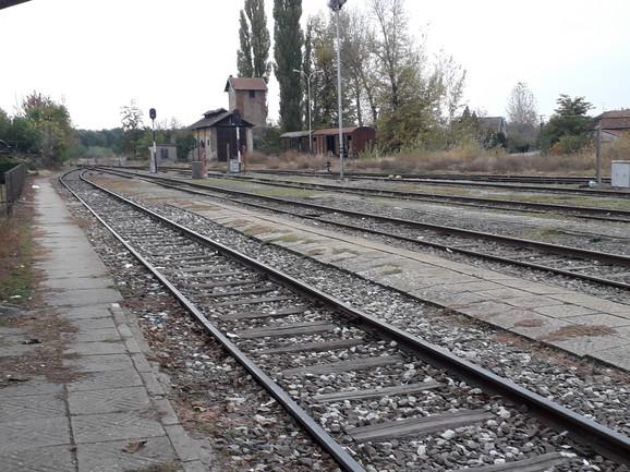Devojčica i beskućnik pronađeni na železničkoj stanici
