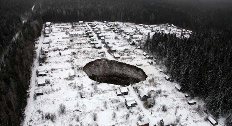 The sinkhole in Solikamsk when it first opened on November 2014