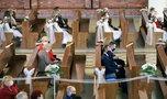 Luzowanie obostrzeń. Komunie i wesela w maju. Czy będą mogły się odbyć?