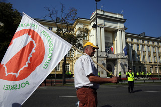 Sadownicy protestują w Warszawie. Chcą eksportować jabłka do Rosji
