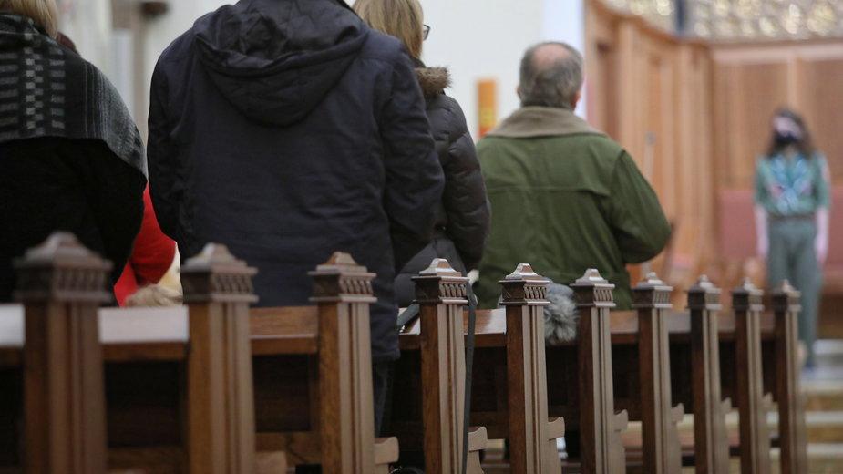 Badanie: większość Polaków chce Kościoła neutralnego wobec polityki