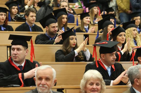POČETNA ZARADA OD 60.000 DO 150.000 DINARA Studenti ovih fakulteta zapošljavaju se i pre diplomiranja, a nisu programeri