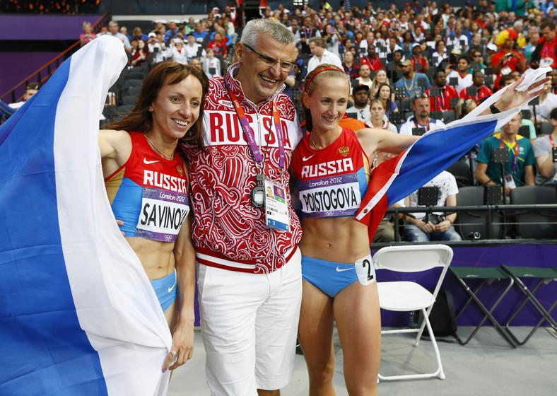 Maria Sawinowa i Jekaterina Poistogowa świętują I i III miejsce w biegu na 800 m w czasie Igrzysk w Londynie