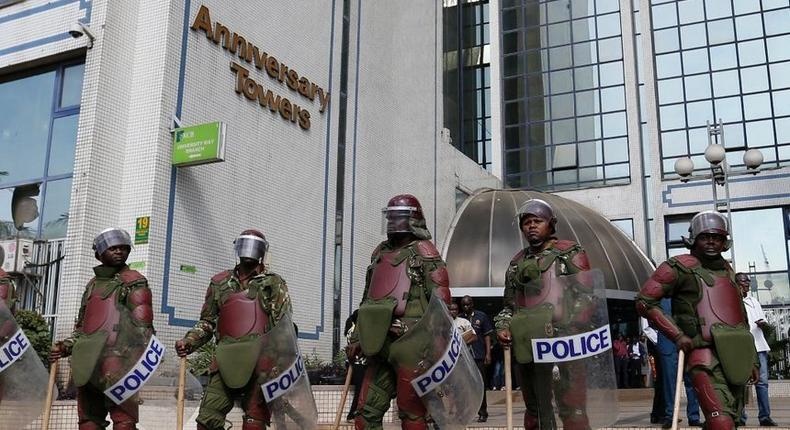 Anti-riot Administration Police guard the IEBC offices at Anniversary Towers on June 6, 2016. Officials from smaller political parties on Tuesday stormed the offices.