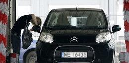 Łapicka dba o auto męża