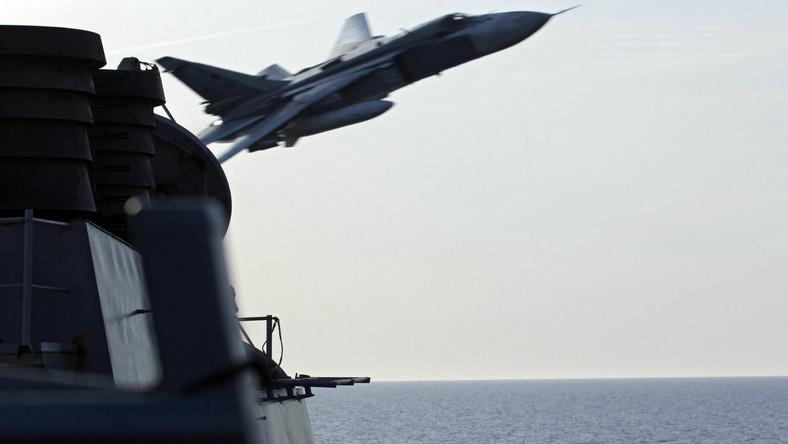 Rosyjske samoloty Su-24 nad amerykańskim niszczycielem USS Donald Cook