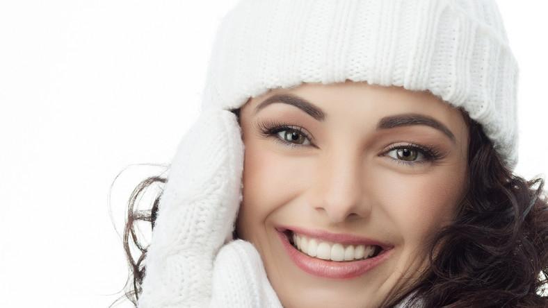 Jak dbać o włosy, by czapka im nie szkodziła?