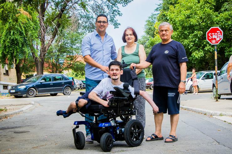 Nova kolica za Radovana Samardžića doniralo Udruženje CarGo