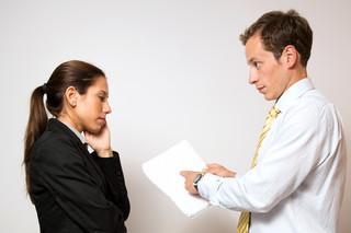 Czy obniżenie wynagrodzenia i wydłużenie okresu rozliczeniowego może nastąpić bez konsultacji z pracownikami