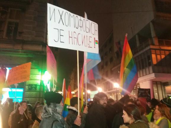 Pripadnici LGBT populacije na protestu