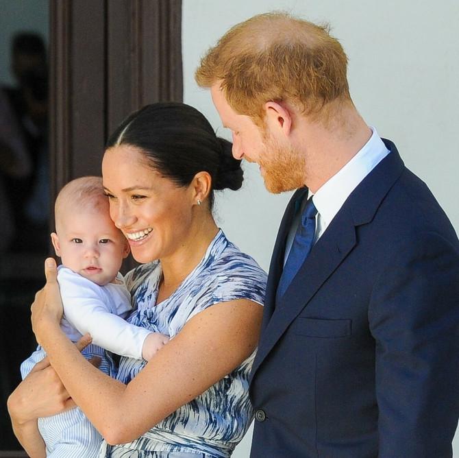 Princ Hari sa suprugom Megan i sinčićem Arčijem