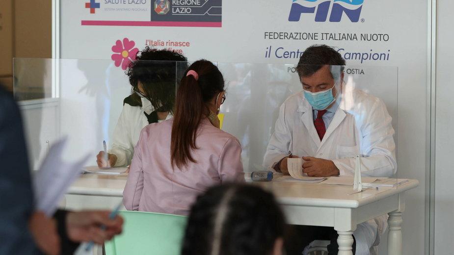 Włochy: szczepienia przeciw COVID-19 w Rzymie