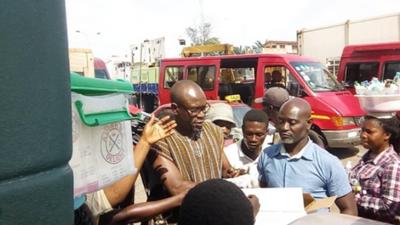 Ghana coach CK Akonnor donates hand sanitisers to street hawkers