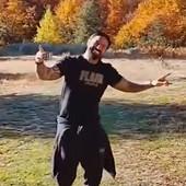 Navijači Zvezde ga znaju, ali ne mogu DA GA PREPOZNAJU! Sada je bivši fudbaler objavio snimak sa srpskom pesmom i nasmejao region /VIDEO/