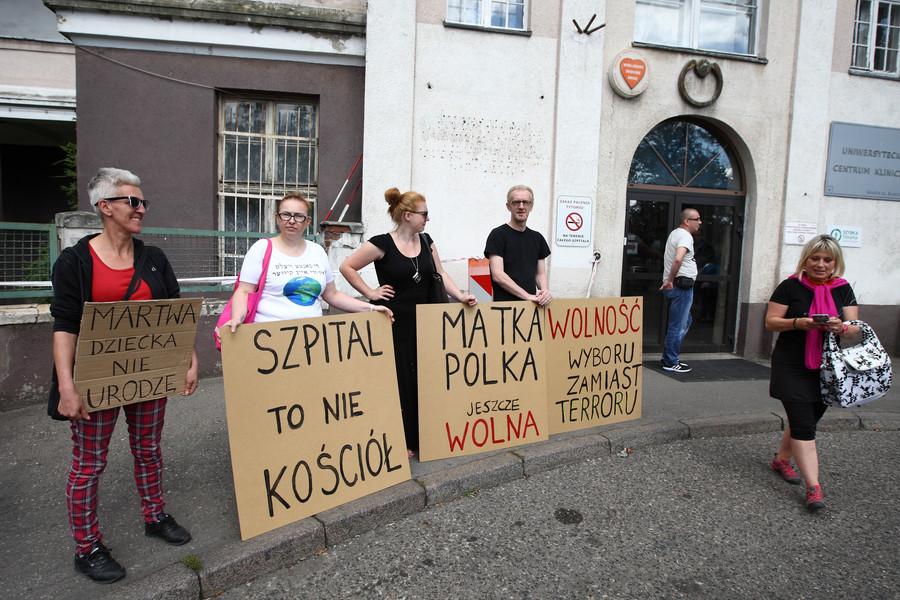 Gdańsk rok 2016. Protest przeciwko zaostrzeniu prawa aborcyjnego/ Getty Images