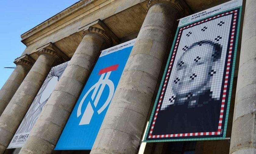 Plakat z Breivikiem na Pałacu Kultury i Nauki