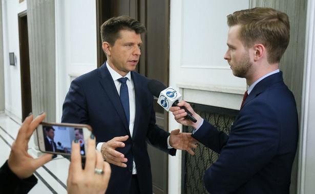 Petru odnosząc się do stanowiska Schetyny oświadczył, że jeśli Platforma nie chce przyjmować uchodźców i imigrantów, powinna to zakomunikować i wpisać do programu