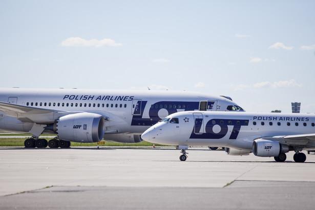 Samoloty należące do PLL LOT na warszawskim lotnisku Okęcie