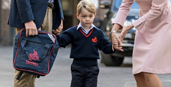 Iako tako izgleda, ova dama koja drži malog princa za ruku nije Kejt
