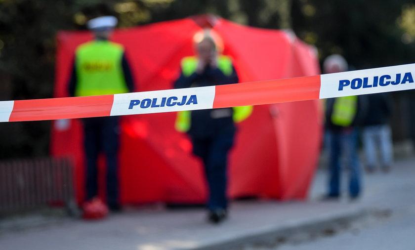 Przeprowadzono sekcję zwłok 87-letniej kobiety, której ciało znaleziono w mieszkaniu.