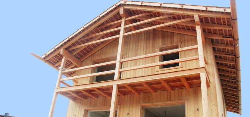 Drewniane domy w Polsce wciąż są rzadkim widokiem, ale ich popularność rośnie! Oto ich największe zalety