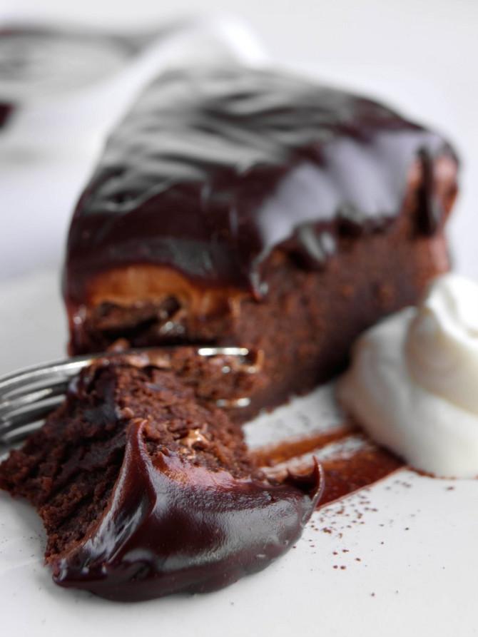 ILIUSTRACIJA/ Dupli čokoladni kolač - uživanje za sva čula