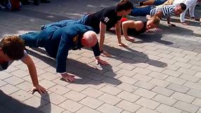 Konkurs wyciskania pompek: 77-letni weteran kontra młodzi