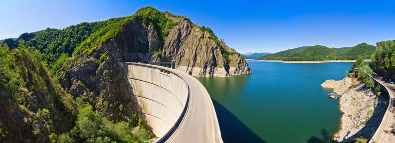 Baraj pe lacul Vidraru