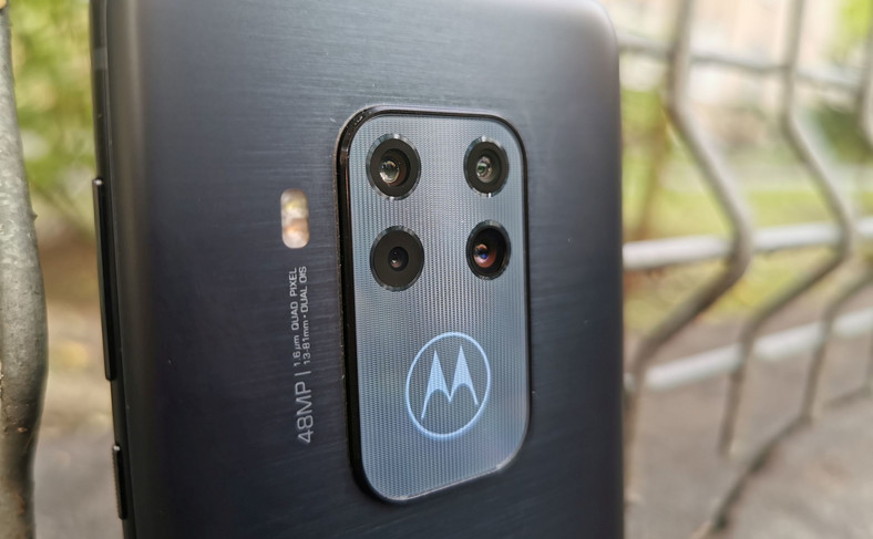 Motorola One Zoom