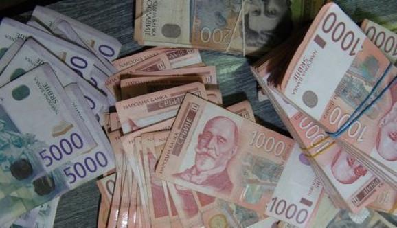 Zvanični srednji kurs iznosiće 122,4168 dinara za jedan evro
