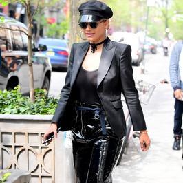 Rita Ora w lateksowych spodniach: hit czy kolejna wpadka młodej celebrytki?