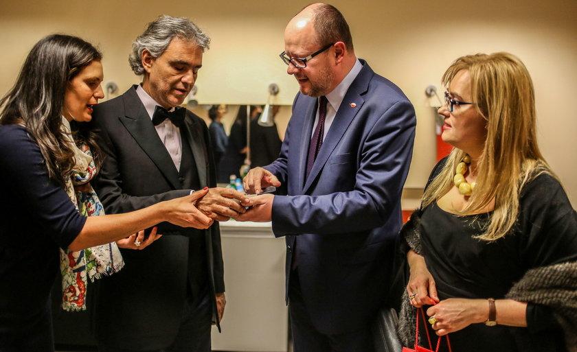 Znany artysta oddał hołd Adamowiczowi. Wzruszający gest