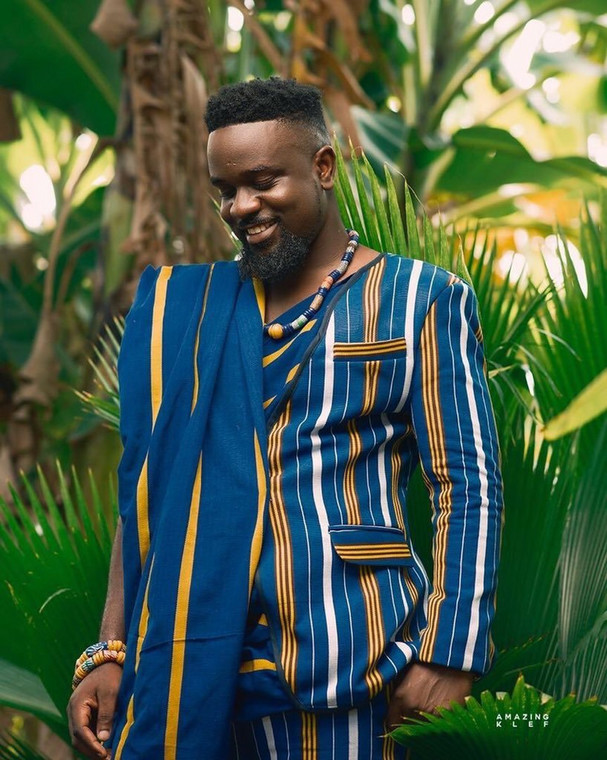 Sarkodie celebrates his birthday with dope African print apparel