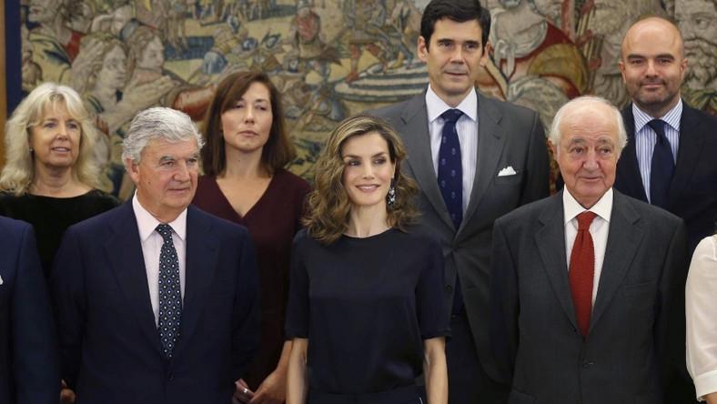 Na jednym z ostatnich oficjalnych wystąpień hiszpańska monarchini pojawiła się w bardzo prostej stylizacji, która...