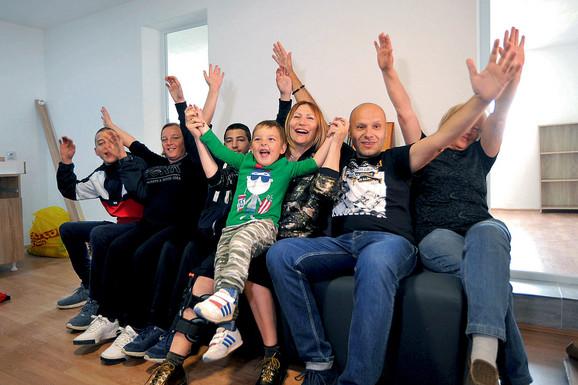 Porodica Kovačević je  širokog osmeha krenula u novi život