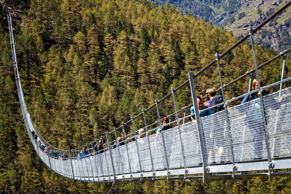 SWITZERLAND CONSTRUCTION SUSPENSION BRIDGE  (World's longest pedestrian suspension bridge inaugurated)