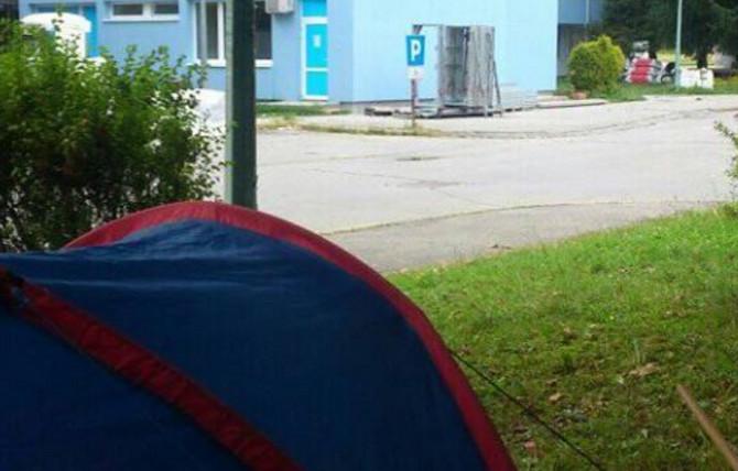 Šator ispred bolnice